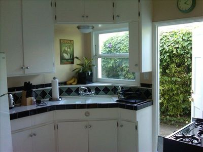 Fully equipped kitchen with micro