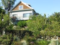 Updated Home In Fabulous Neighborhood Overlooks Greenlake And Cascade Mts