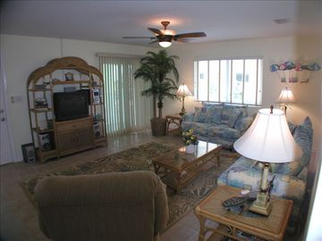 Spacious Living room with high speed internet and cable TV, stereo DVD.