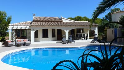 WOW VILLA! Exclusive location within minutes of beach, bars & restaurants, WiFi