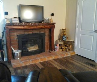Crestline cabin rental - living room, fireplace