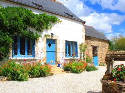 Luxury cottage sleeps 4. Lrg hot tub. Private garden 20% off Brittany Ferries!