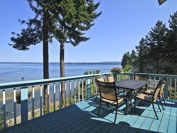 Patio table on upper deck with wonderful views of Hood Canal and wildlife.