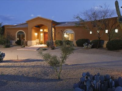 Scottsdale house rental - Front of House with large circular drive