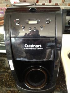 Coffee lovers, this Cuisinart Grind & Brew brews whole bean or ground coffee!