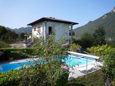 Luxurious holiday apartments, some right on the lake or with pool