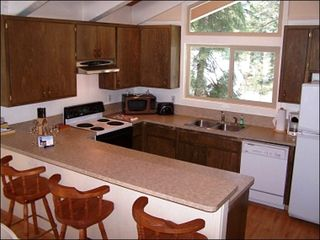 Agate Bay house photo - Fully Equipped Kitchen with Counter Seating