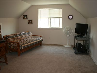 Spacious Studio as 4th Bedroom