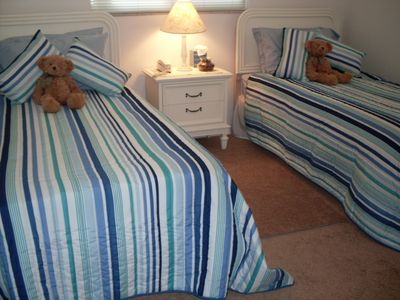 Cape Coral villa rental - Twin room with cot, toys, loads of storage.