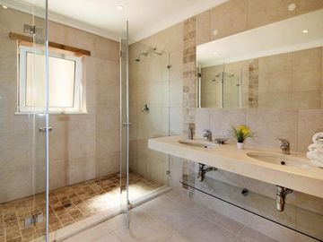 En-Suite Double Shower room