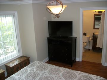 Master suite with private full bath and walk in closet~