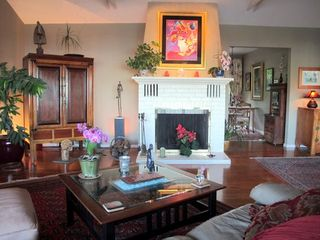 Tiburon house photo - Let warm art, lighting, music surround you.