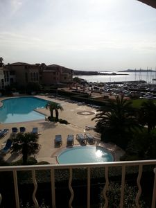 Beau T2 in private domain of 35 hectares, swimming pool 340 m2, sea and port.