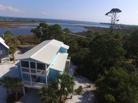 Flip Flops -Cute Bay Front Cottage with Dock sleeps 8