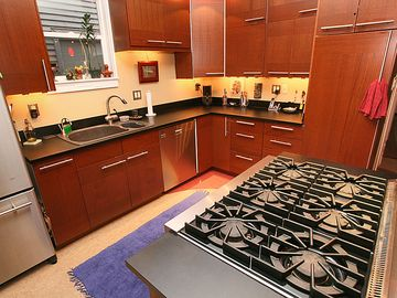 Seattle house rental - Beautiful Chefs Kitchen with 6 burner gas stove, hot water tap and more!