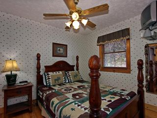 Pigeon Forge cabin photo - Upstairs Bedroom