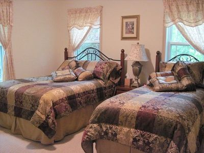 Whitefish house rental - East Guest Bedroom (Double Bed & Twin Bed)