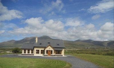 Bright, Modern House on the Dingle Peninsula. Wifi Available.