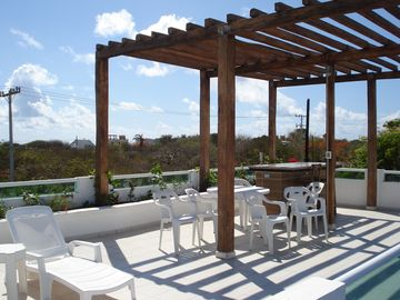 Rooftop terrace: bar, dining and lounging