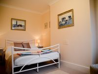 West Beach, a Stylish Victorian Two Bedroom Apartment, Close to the Beach
