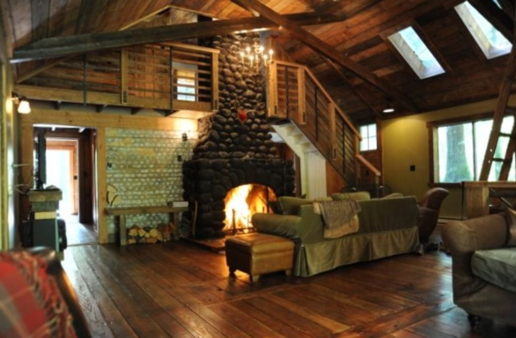 Restored romantic streamside cabin hot tub vrbo for Log cabin with hot tub one night stay