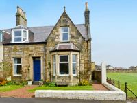 CASTLE CLIFF, pet friendly, with a garden in Anstruther, Ref 25277