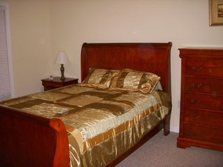 Lincoln townhome photo - Guest- queen bed