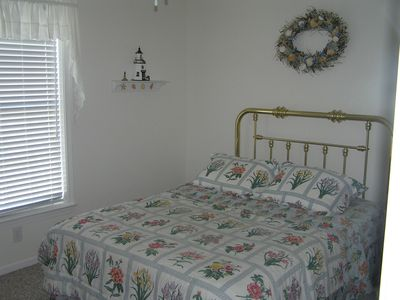 Upstairs Bedroom #4: Queen Bed