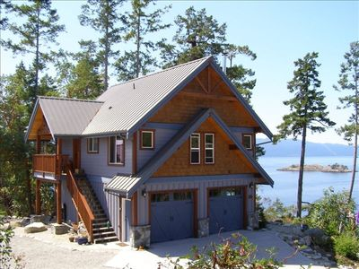Breathtaking Oceanfront Views: Amazing Post and Beam Cottage!