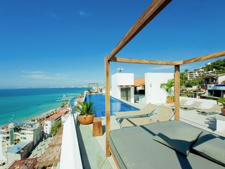 Puerto Vallarta condo photo - Roof garden Ft infinity pool