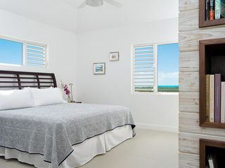 Providenciales - Provo villa photo - Third floor master bedroom suite