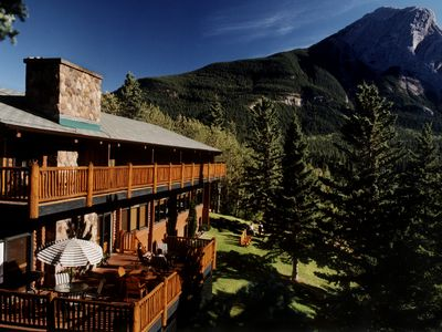 Dine at the popular Overander Mountain Lodge on site - call ahead to reserve