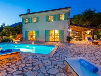 Luxury villa - heated pool - sauna - kids park - complete privacy - concierge