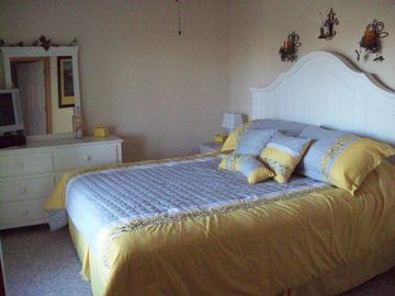 King Master Bedroom - 'Sunrise Room'
