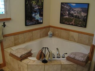 Bozeman house photo - Enjoy the jacuzzi jets in our spa tub for 2 - imagine you're in the mountains!