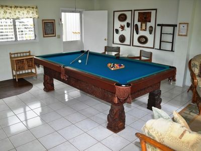 Malapua game room with pool table