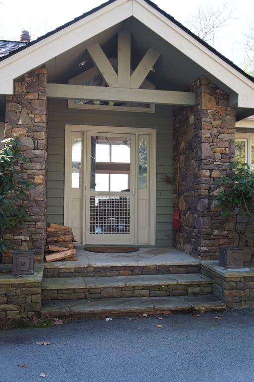 Blowing Rock house rental - Front Door