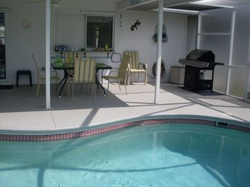 Pool Day! Gas BBQ, seating for 6, and shaded lanai