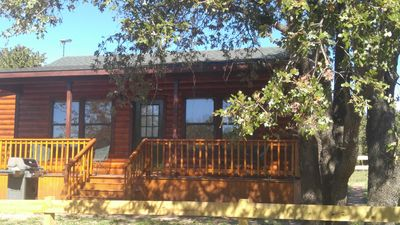 Cross Timbers Country Cabin- One Room Cabin, 2 Queen Beds, Kitchen and Full Bath