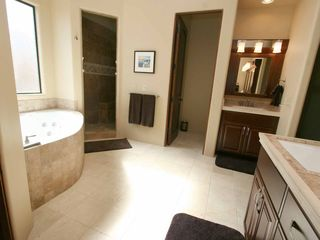 Mesa house photo - Master Bath with Jetted Tub, Multi-Head Shower & Large Walk-In Closet