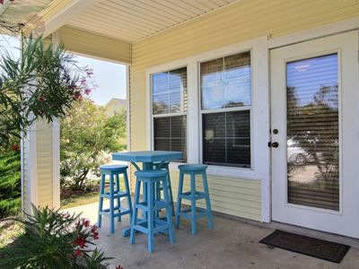 Super cute 2 bedroom townhouse located close to everything!