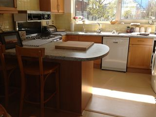 Full 4* kitchen facilities, dishwasher, clothes washer/Dryer, oven, microwave