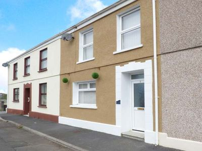 THE BEACH HOUSE, family friendly in Llanelli, Ref 917535