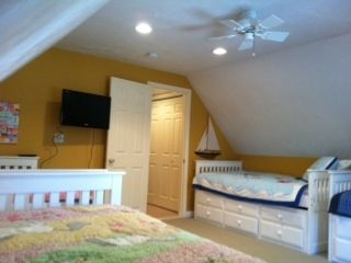 Bunk room sleeps 7