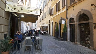 Via del Vantaggio. The cafè  just in front, a restaurant next.