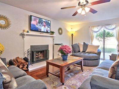 Relaxing entertainment living room, 55' flat screen TV w log fireplace