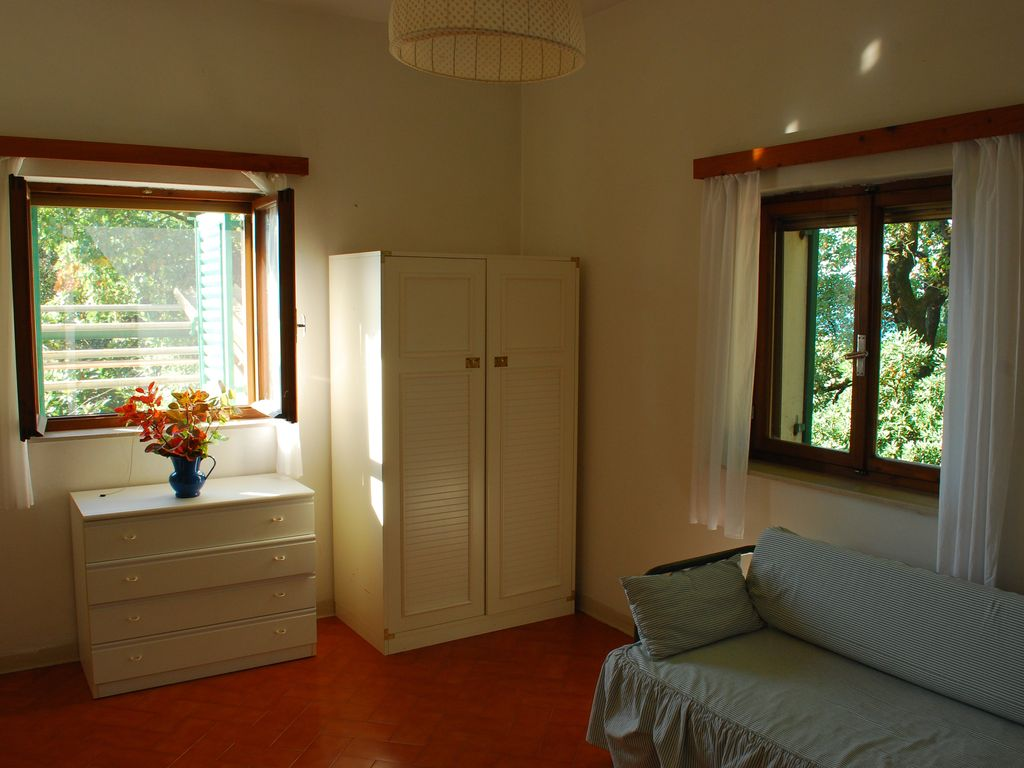 Accommodation near the beach, 200 square meters, with garden