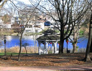 Warwick cottage photo - Pawtuxet's waterfront park - popular in all seasons