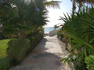 Cancun condo photo - Walkway to beach