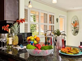 Fort Lauderdale house photo - Fruit, wine, fun and play. Vacation at Simplicity.